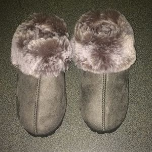 Jessica Simpson faux fur slippers
